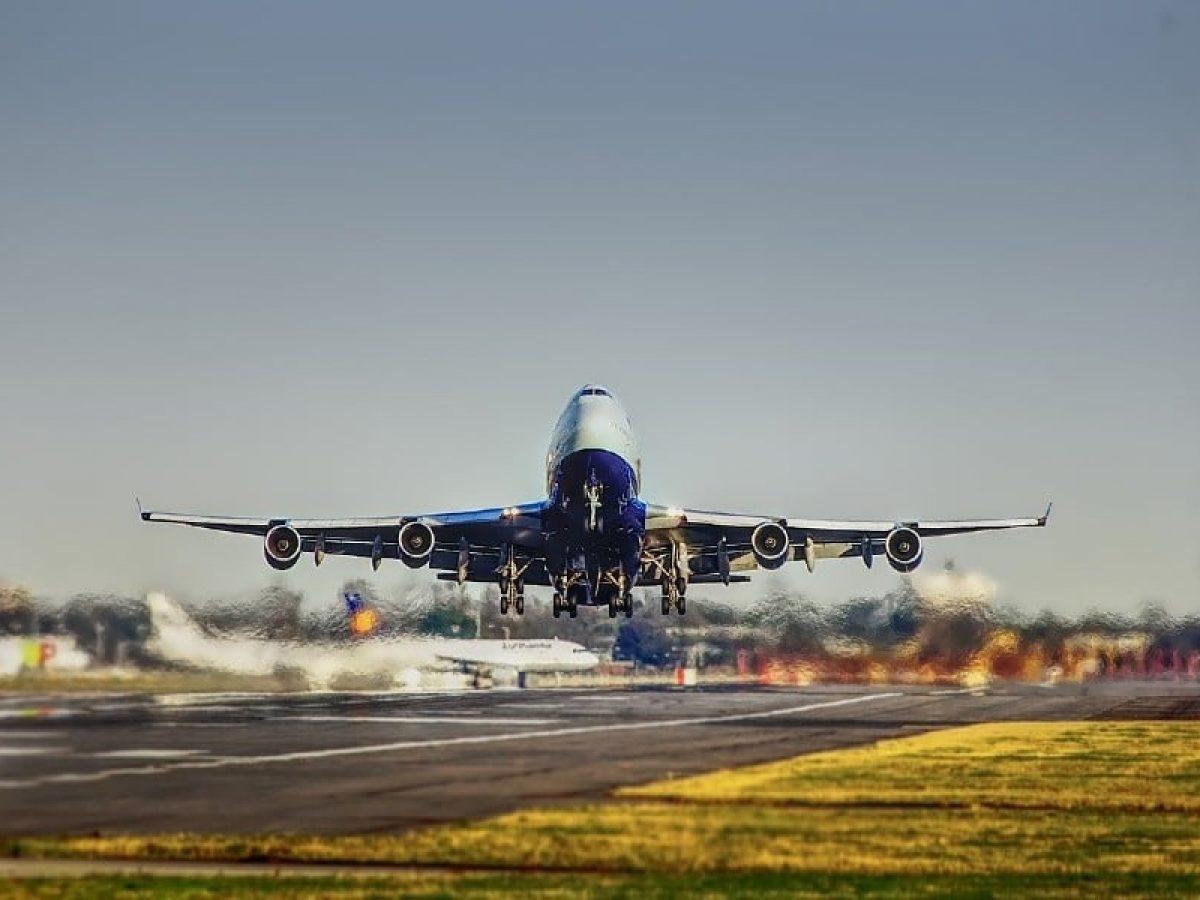 Iberia lança projeto para empresas compensarem carbono de seus voos com blockchain