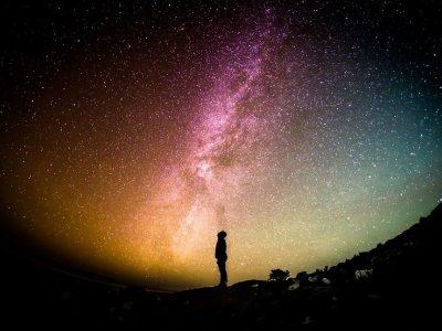 Dica do final de semana: Eu e o Universo, da Netflix