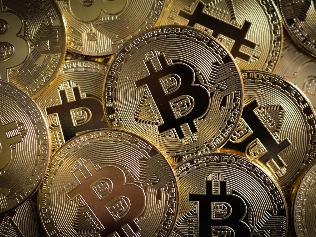 Terceiro halving do bitcoin se concretiza; criptomoeda opera em baixa