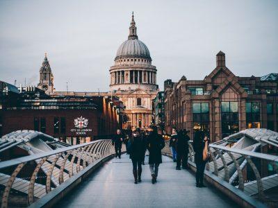 Tesouro britânico abre consulta pública sobre regulação de criptoativos e stablecoins