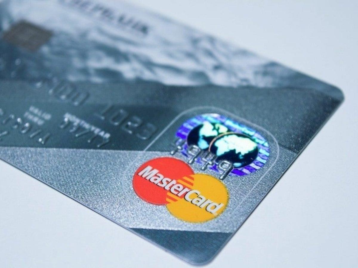 Mastercard supera 100 patentes em blockchain e vê barreira para uso direto de criptomoedas na rede